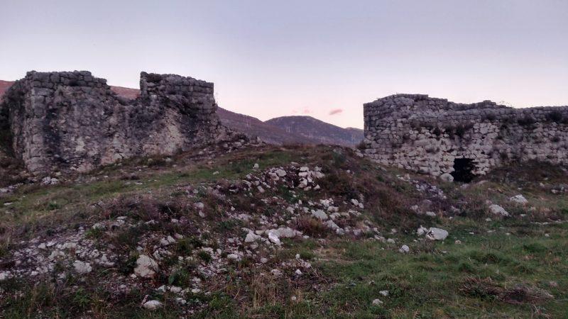 Srednjovekovni grad Mičevac-arheološki i istorijski dokazi