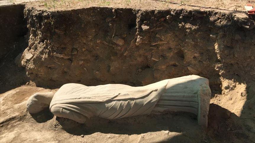 Statua žene iz 3. veka naše ere otkrivena je u drevnom gradu Perga