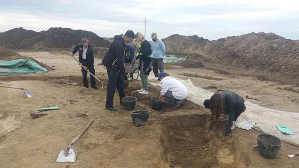 Predstavnici Ambasade Rusije u poseti arheološkoj ekspediciji Muzeja Vojvodine u Čurugu