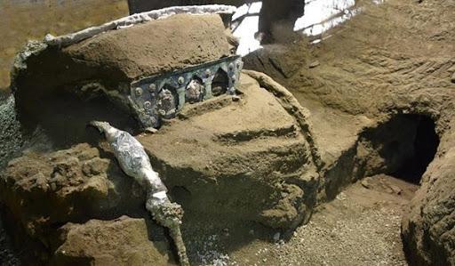 U Pompeji pronađena gotovo neoštećena kočija sa erotskim scenama