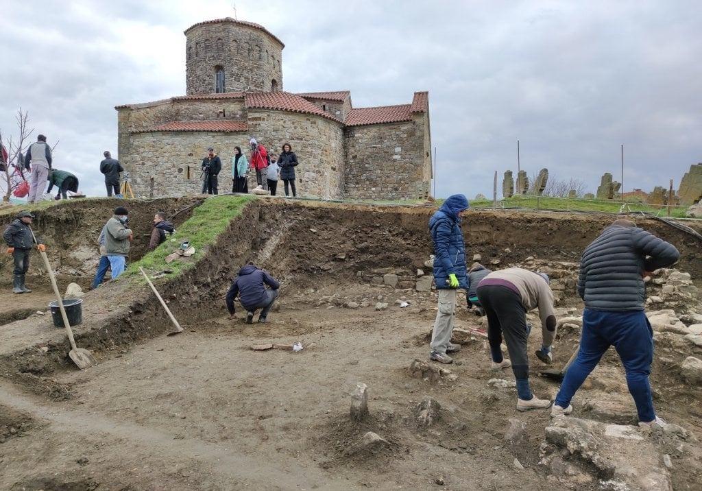 Arheološka istraživanja u porti Petrove crkve u Novom Pazaru